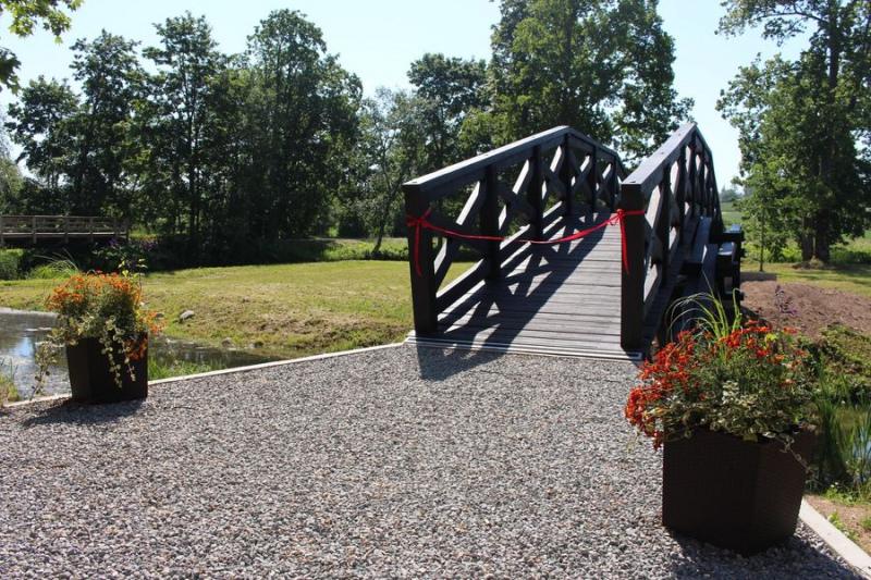 Atklāts tilts pie Šlokenbekas muižas pār Slocenes upi